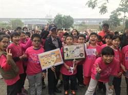 覺民警結合校慶宣導反毒意識向下紮根