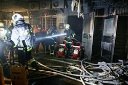跨年北市公寓暗夜竄火 警消救出13人中5送醫