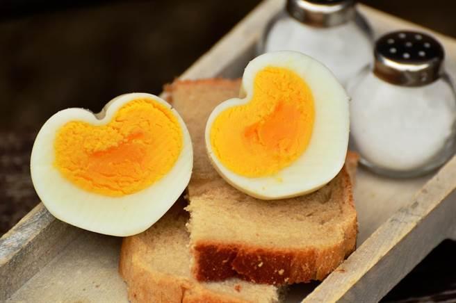 營養師件事還是要吃整顆蛋最好。(圖/PEXELS)
