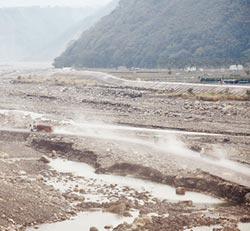 南投反空汙 鎖定砂石車、工地