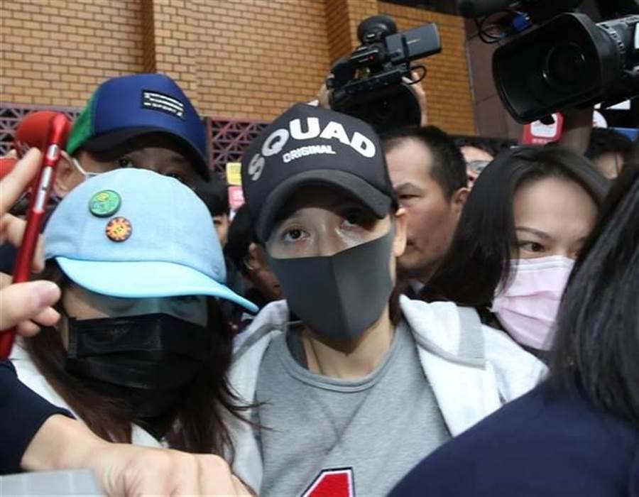 女藝人陳喬恩今(4)日早上因酒駕被移交台北地檢署。(圖/ 翻攝自中時資料庫 陳君瑋攝)