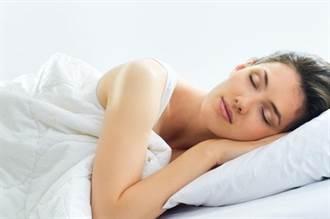 側身、趴睡…有雷! 睡姿決定你臉上哪邊長皺紋