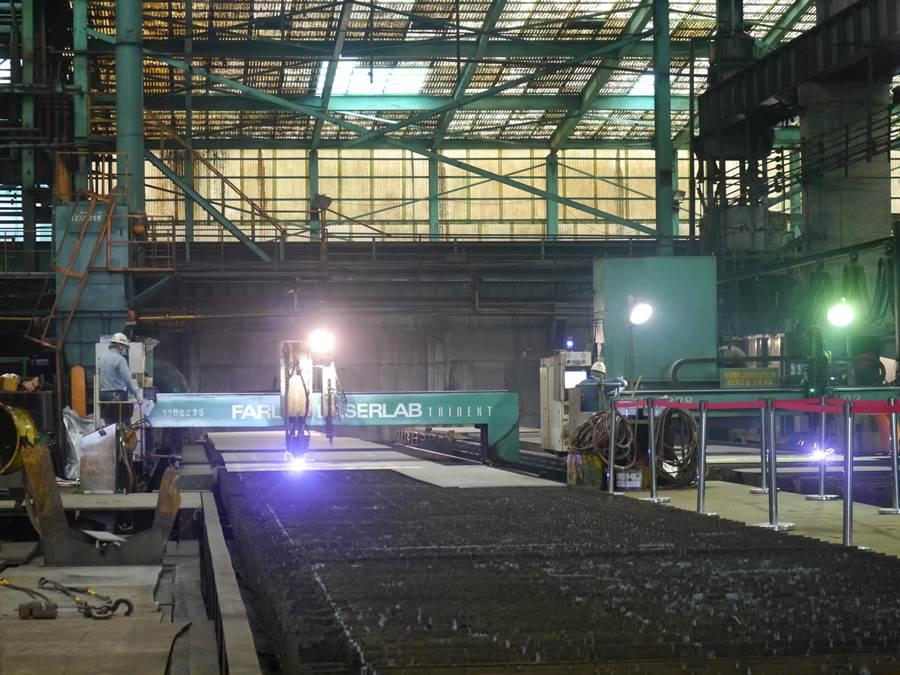 科技部與台船合作,在台船基隆廠開始為2艘500噸級海洋研究船進行動工。(張穎齊攝)