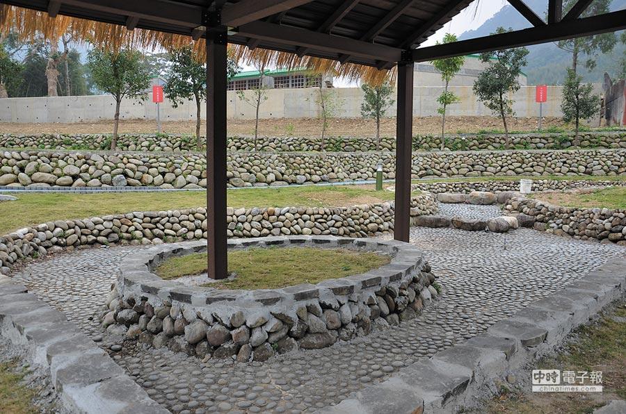 羅浮溫泉嘉年華13日登場,泡腳池當日免費開放,適逢角板山梅花盛開,也將舉行系列活動,歡迎民眾來走走。(賴佑維攝)