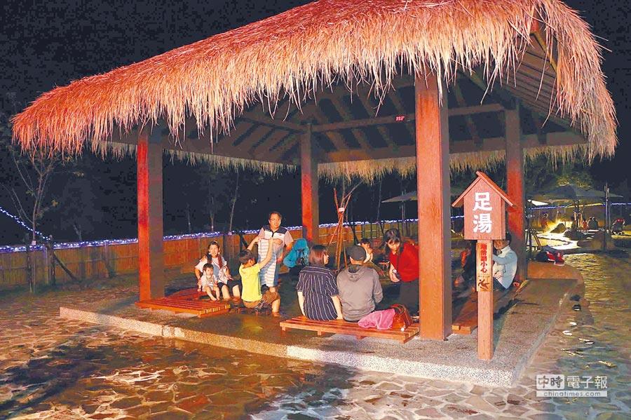 冬季來臨,到六龜區寶來泡溫泉已成為假日遊客必訪勝境。 (林雅惠翻攝)