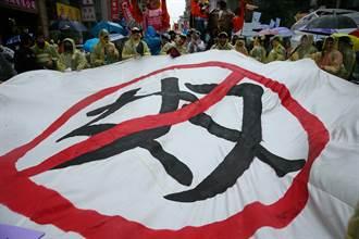 外勞遊行登場 1500人反對薪資脫鉤