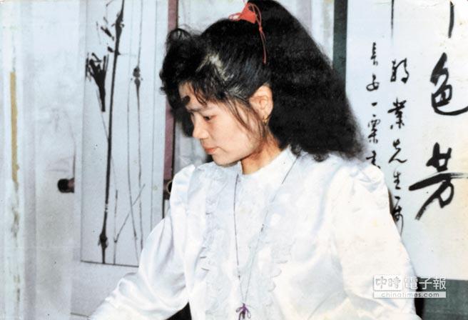 楊小寧在西安平古齋以26歲芳齡接下齋主。(漢緣閣提供)