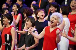 不老歌手開唱完美落幕 台下觀眾感動落淚