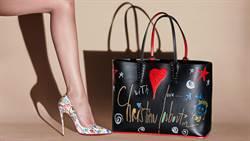 「不要顧著自拍!」鞋履設計師透過塗鴉,呼籲大家用心享受生活