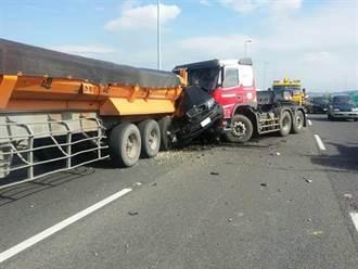BMW遭夾擊頓成廢鐵 駕駛傷重不治