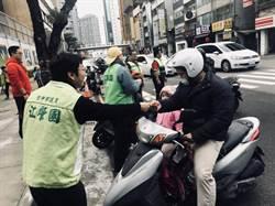 全台急凍!議員江肇國發「愛心暖暖包」揪感心