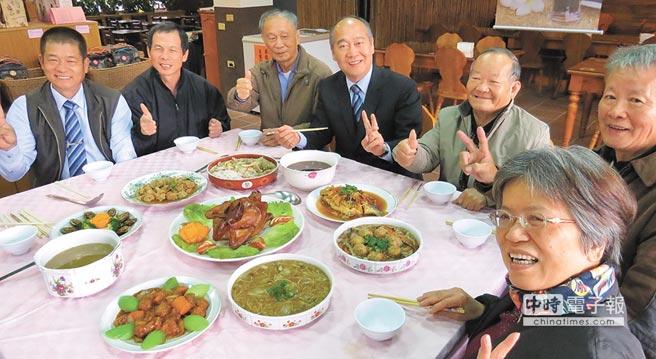 二水農會八堡圳農情館今年首度開賣的年菜即日起接受預購。(鐘武達攝)