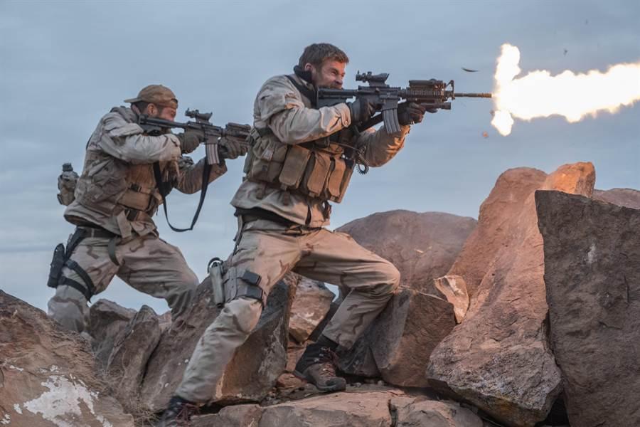 「雷神」克里斯漢斯沃主演的《12猛漢》令人期待。(catchplay提供)