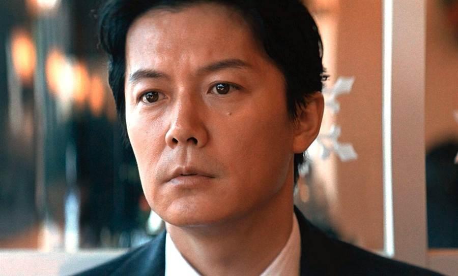福山雅治在《第三次殺人》中扮演精英律師。(傳影互動提供)