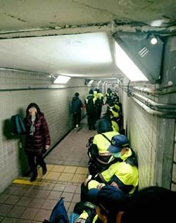 支援陳抗員警依偎地下道當床鋪 那個國家警察像這樣?