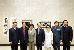 簡黃彬、劉國英浮雕創作 土銀館前藝文走廊展出