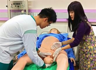 模擬孕產婦「維多利亞」 學生學習助產