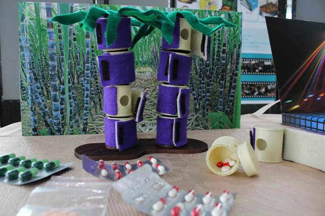第一科大在地設計與文創實作課程_師生楠梓區清豐里耆老設計甘蔗筒藥盒。(第一科大提供)