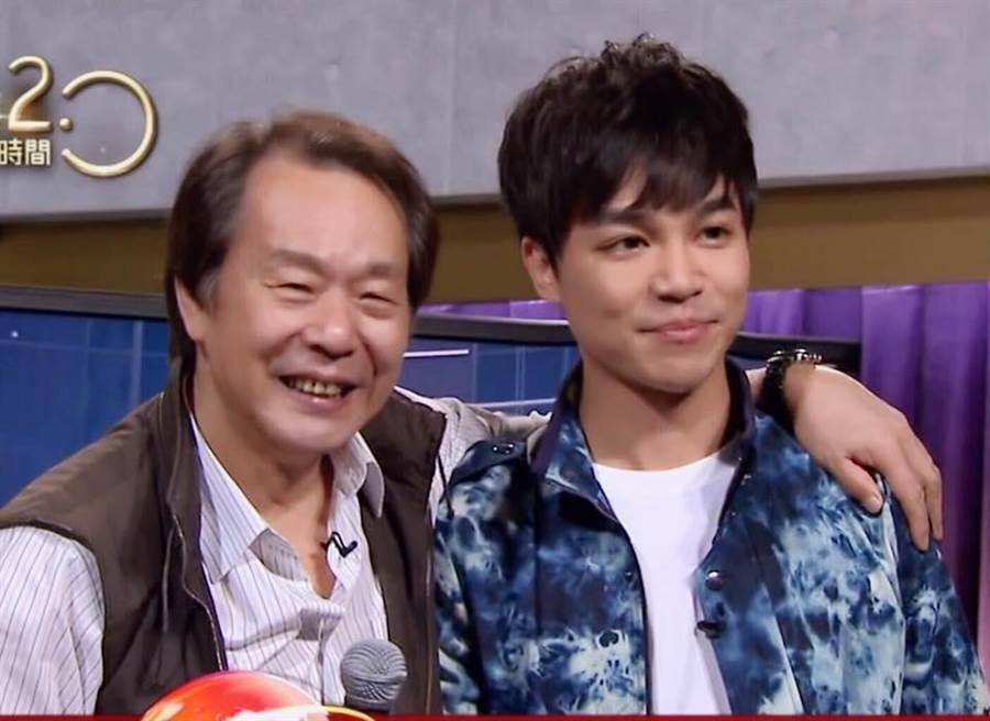 張峰奇(右)和爸爸張魁。(圖/取自張峰奇臉書)