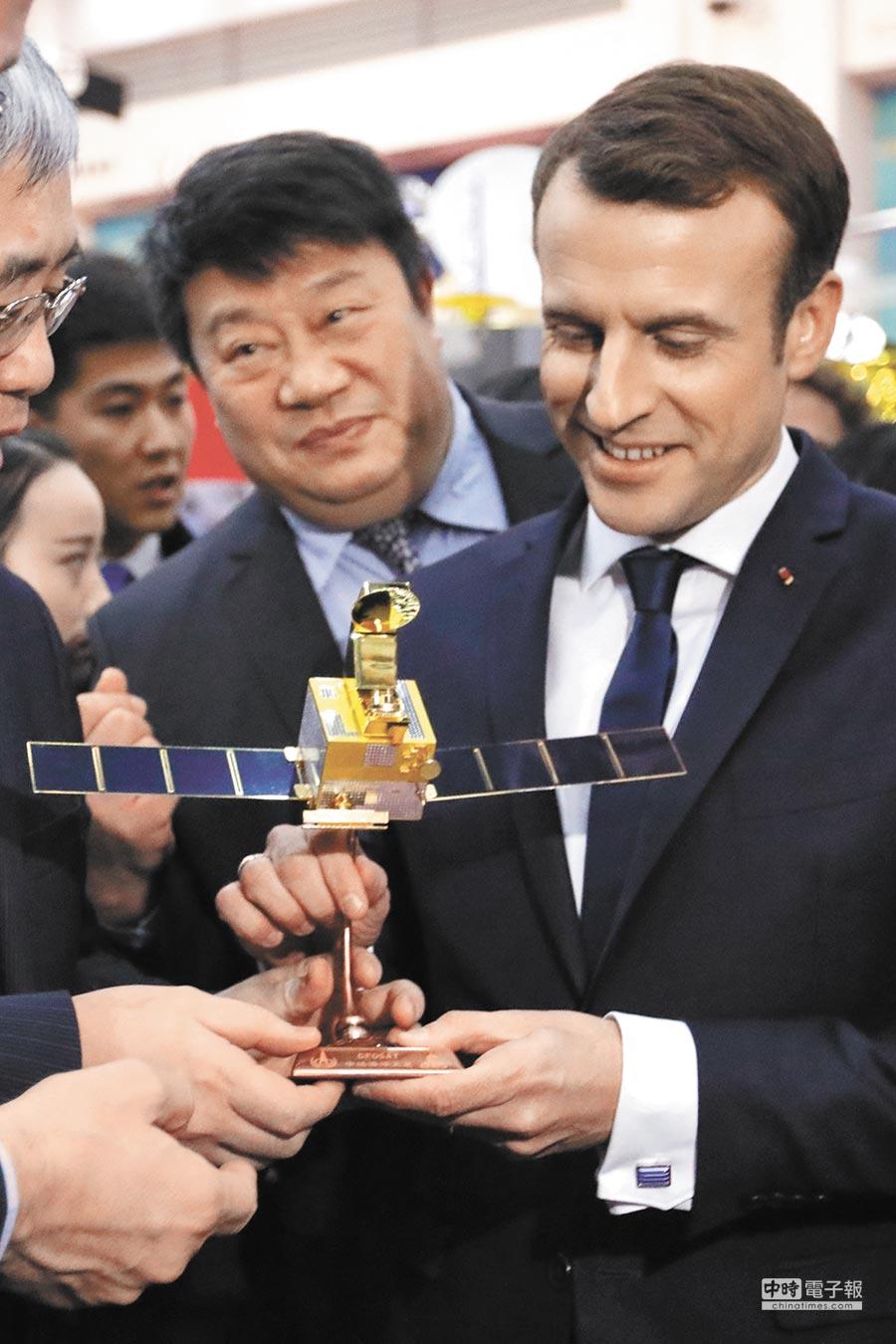 法國總統馬克宏訪陸行,成果豐碩。除與大陸國家主席習近平共同簽署《中法聯合聲明》,雙方還就朝核、氣候變遷等27項議題達成共識。(美聯社)