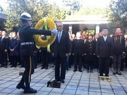 蔣經國逝世30周年 吳敦義謁陵 稱「蔡總統還是會認真」