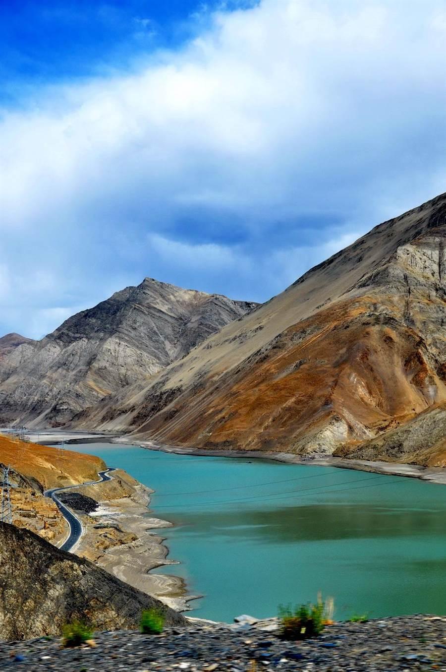 日喀則的藏民認為魚是他們的祖宗,所以湖中的魚當然不能隨便吃。(圖片/維基百科)