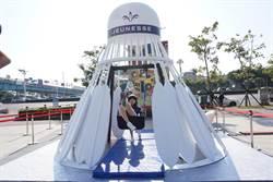 超夯網美景點!3.5公尺高羽毛球盪鞦韆現身港都