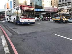 路不平、公車老舊 民怒:搭車像騎馬一樣!