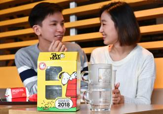 史奴比粉絲瘋搶!台灣麥當勞獨家推出「史努比光雕對杯」