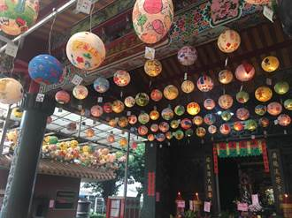五彩燈籠高高掛 土城廣福宮提前感受年節氣氛