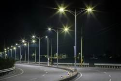 水銀燈落日!10萬盞全面汰換LED燈 節電1億8213萬元