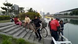 國中生心情不好 竟偷單車丟運河