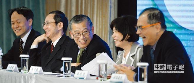 浩鼎16日舉辦法說會,高階經營團隊皆出席,董事長張念慈(中)親自出席說明。圖/王德為