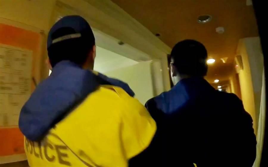 員警與飯店業者開門,驚見男子已陳屍房間床上。(非事發示意圖/中央社資料照)