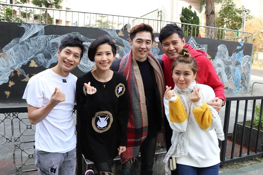 逸祥(左起)、梁一貞、宋逸民、陳宇風、葉家妤拍攝公益短片。(圖/協會提供)