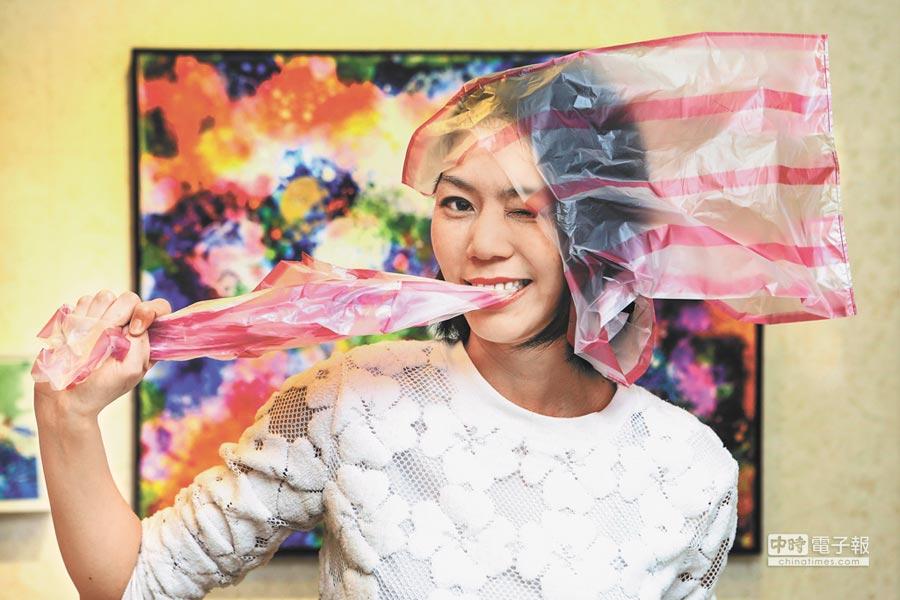新銳藝術家蔡沛珊長年關注環保議題,作品《承載(綠蠵龜)》創下港幣150萬元拍賣紀錄。(鄧博仁攝)