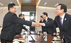 兩韓將舉統一旗 共組女冰球隊