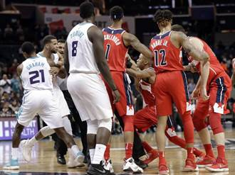 NBA》差20分還打架?黃蜂與巫師上演全武行