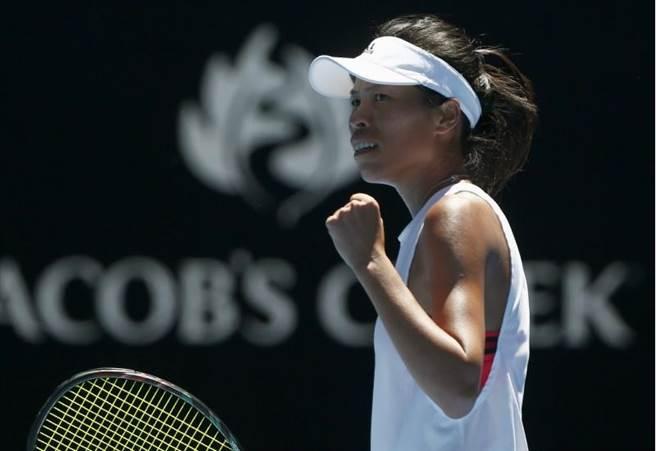 謝淑薇直落二爆冷擊敗世界排名第3的穆古如莎,闖進澳網32強。(路透社)