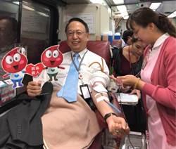高鐵寒冬捐血活動 董座、執行長挽袖響應