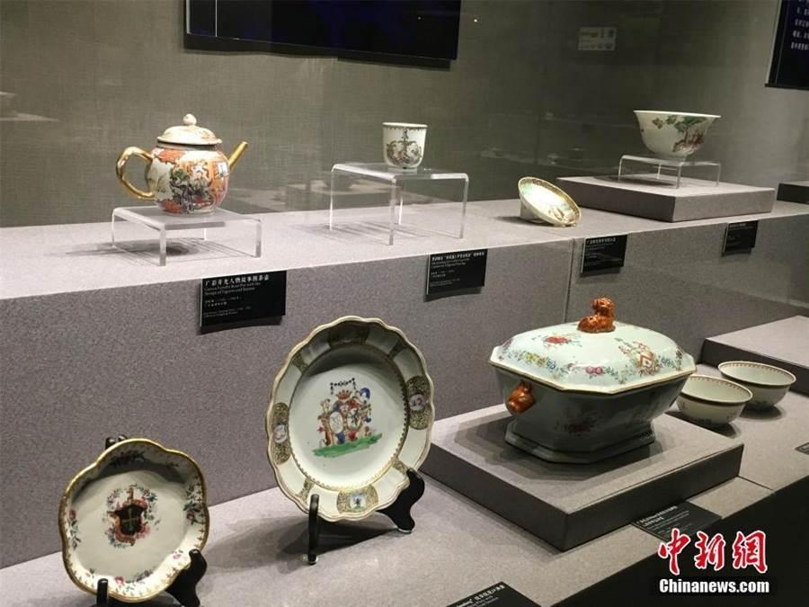 「CHINA與世界:海上絲綢之路沉船與貿易瓷器大展」19日在浙江寧波博物館開展。(中新網)