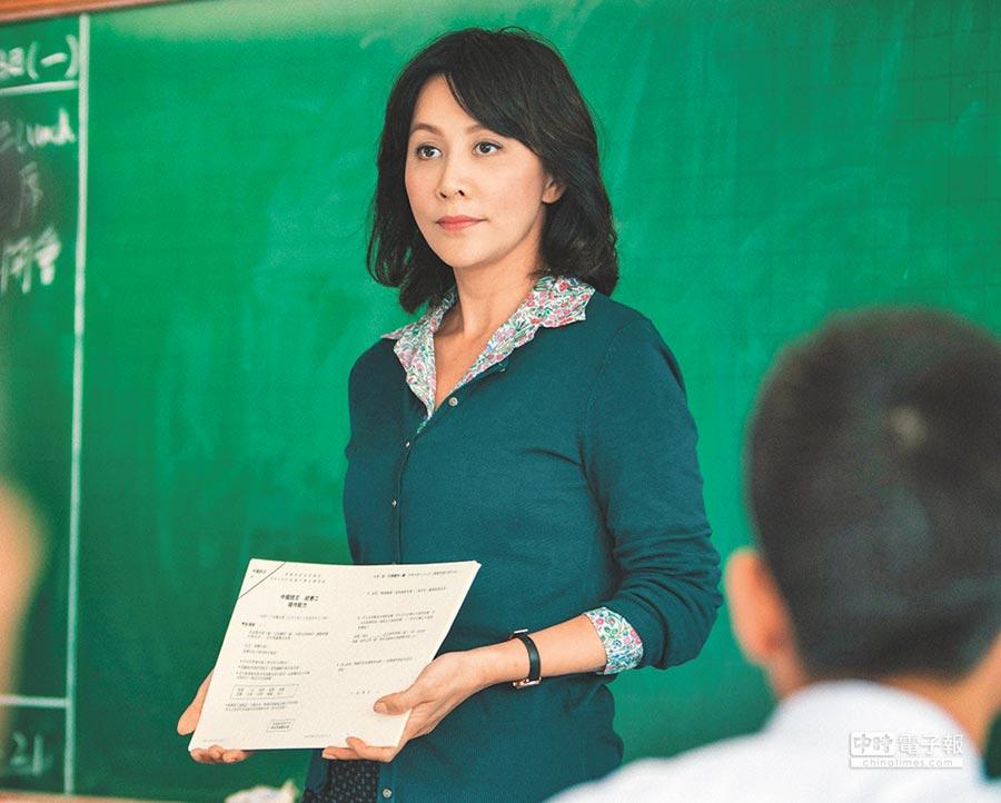 劉嘉玲飾演女教師,在片中大談師生戀。
