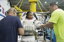 NASA突然換將 非裔女太空人登太空站夢碎