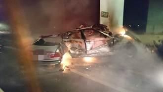 BMW超車失控撞橋墩車身斷裂起火 駕駛慘遭燒死車內