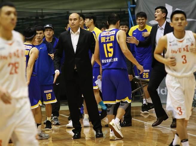聽到奧斯丁可能加盟黎巴嫩球隊消息,裕隆執行教練魏永泰給予祝福。(中華籃協提供)