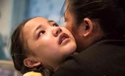 哀哭:媽媽救我! 8歲蘿莉得怪病如蛇扭曲
