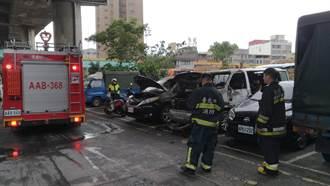萬大路果菜市場前火燒車 3車半毀無人傷亡