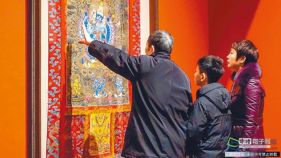 48幅青海唐卡精品亮相中國美術館(趙乃明攝)