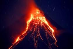 菲律賓馬永火山噴發 看起來像章魚