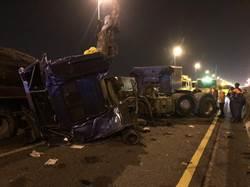 國道8號台南段2大貨車追撞 時速僅10公里